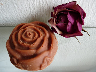Red clay facial soap