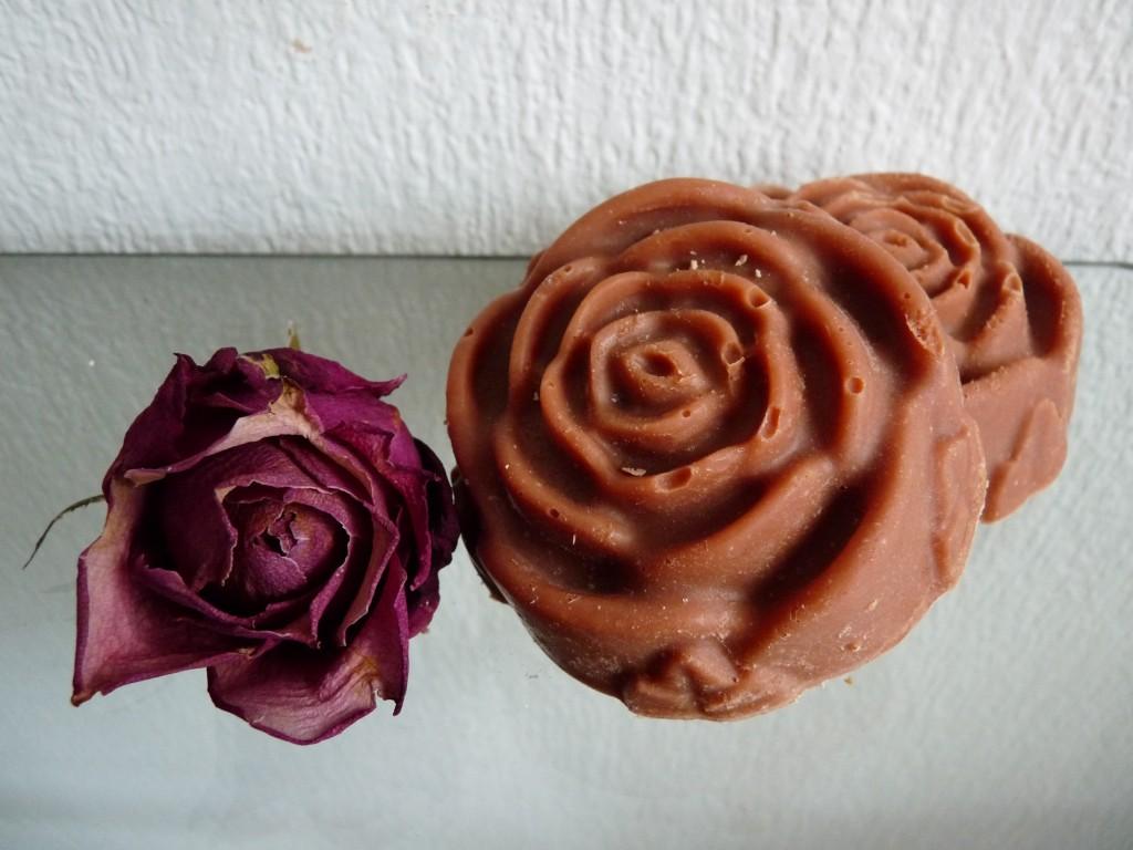red argile clay rose facial soap. Black Bedroom Furniture Sets. Home Design Ideas